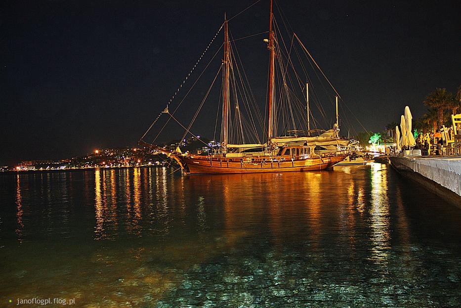 Wieczór nad zatoką w Yalikavak