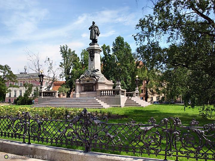 Warszawa, Pomnik Adama Mickiewicza i Kościół Wizytek