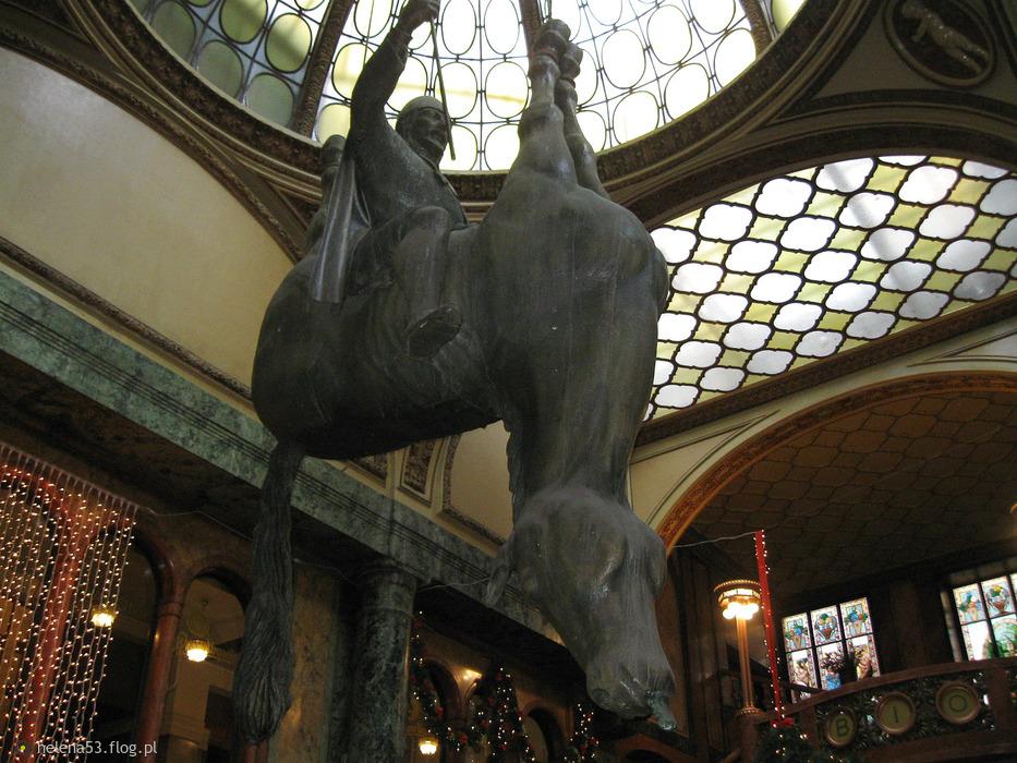 """Praska Lucerna i wisząca rzeźba """"KOŃ"""""""