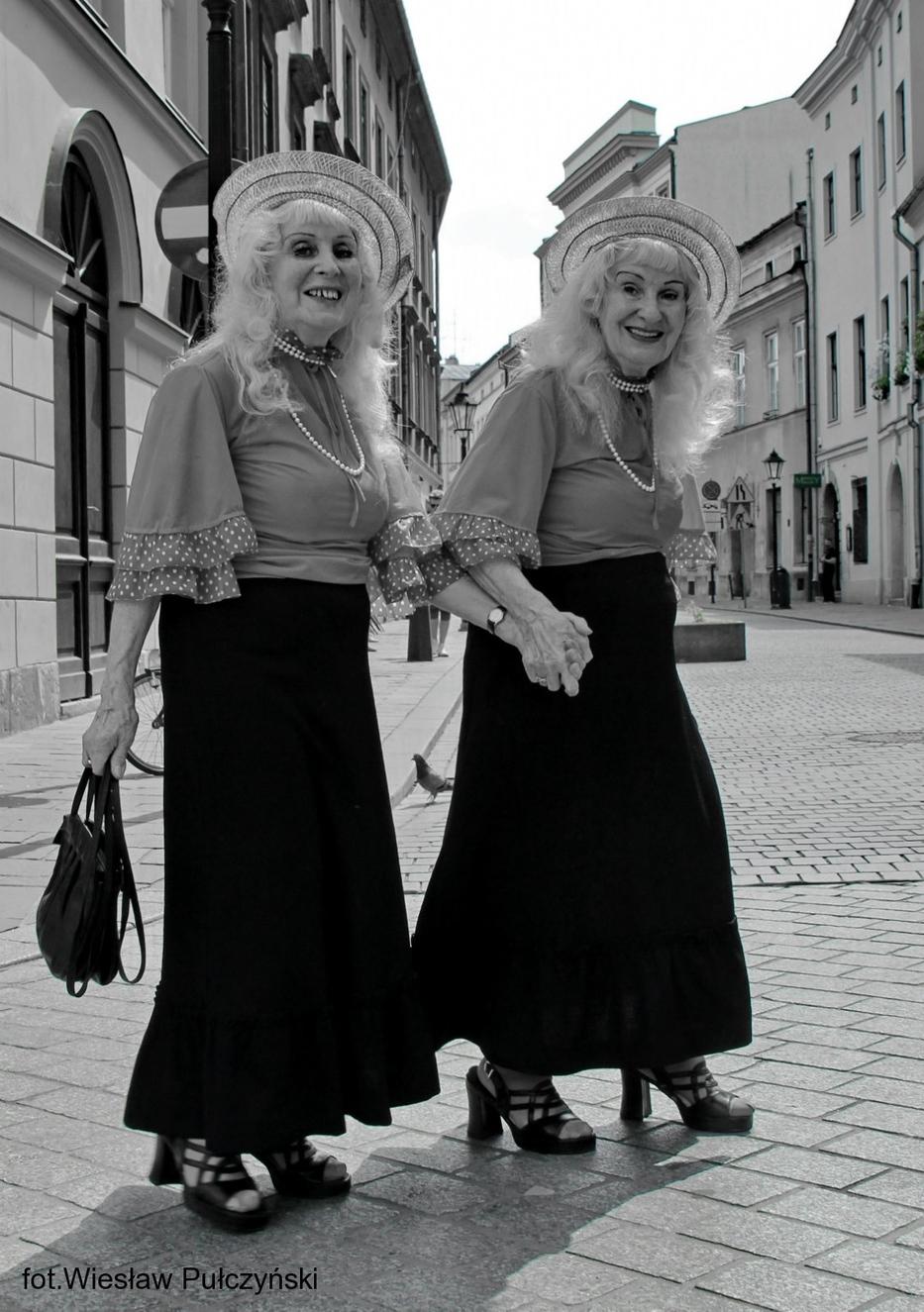Kraków street photo...bliźniaczki